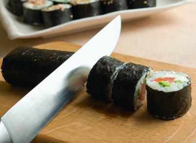Sushi-Rolle-schneiden